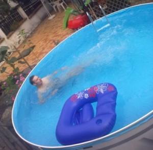 Firemeier feiert private Pool-Party