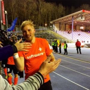 Hanno Behrends und die Fans feiern