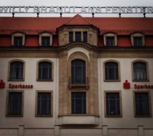 Willy Brandt ans Fenster