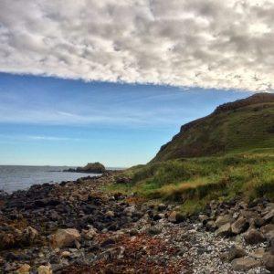 Die malerische Küste des County Antrim