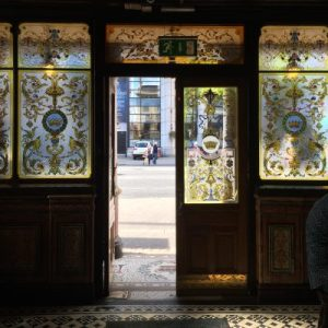 Eingangsbereich des Crown Liquor Saloons