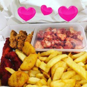 Munchie Box (im Bild fehlt der Berg Dönerfleisch und der gesunde Salat)