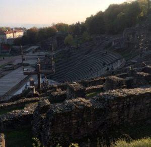 Blick zur archäologischen Ausgrabungsstätte