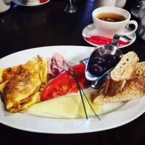 Frühstück im Caru' cu Bere